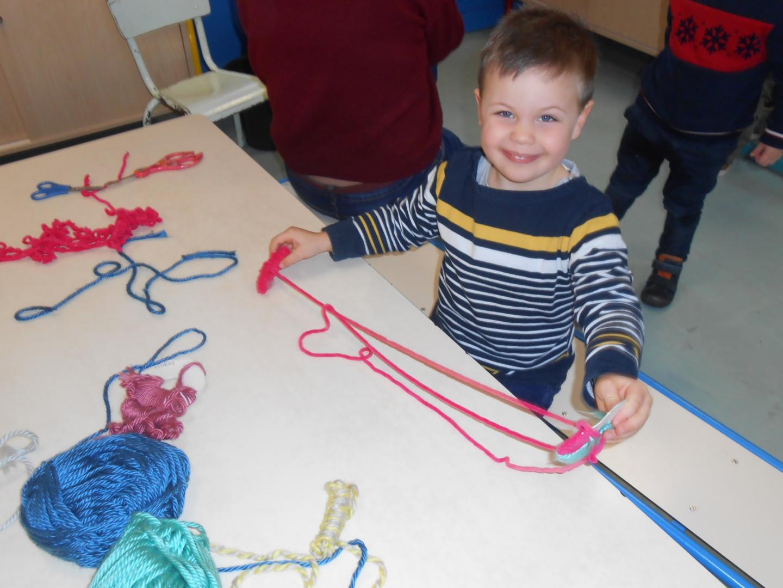 Travailler la laine en maternelle !